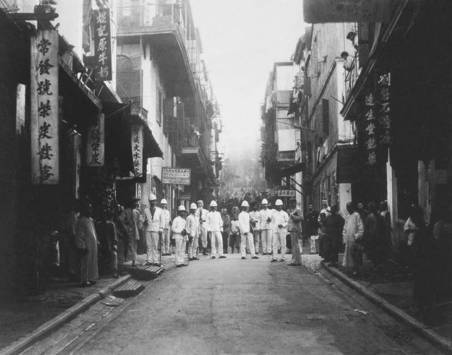 plague_inspectors._hong_kong_china._1894