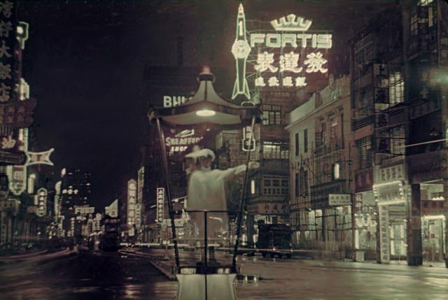 1960 Hennessy Road at night