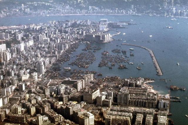1971 Over Central Kowloon - Landing Kai Tak 5