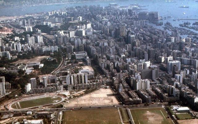 1971 Over Central Kowloon - Landing Kai Tak 4