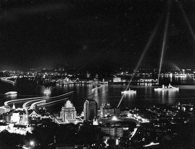 QE2 coronation - Harbour lights