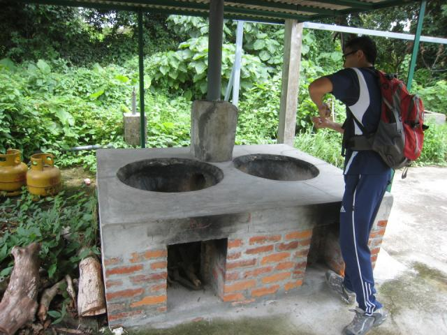 Wok stoves near San Tau on the trail from Tung Chung to Tai O