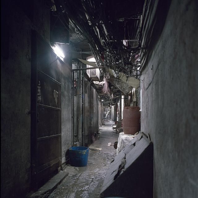 Kowloon Walled City - alleys