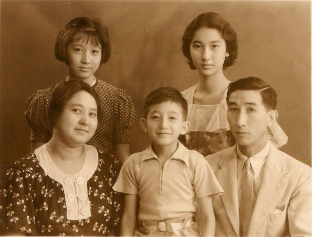 Tom Hutchinson and family c1937