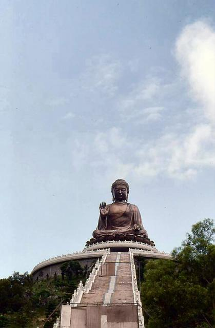 1991 - Tian Tan Buddha under construction