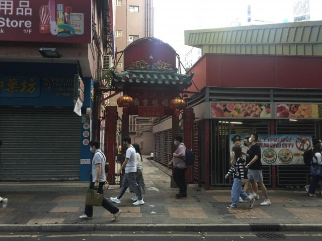 Entrance opposite Kowloon Park to alley at end of Ashley Rd