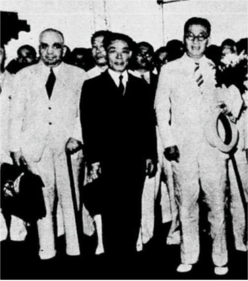 1940 – Minister for Overseas Affairs Lt.Gen Wu Techen (r), Head of Mission, and Maj.Gen Morris A. Cohen (l), A.D.C to General Wu and Treasurer for the Mission, welcomed on their arrival at Batavia Railway Station..jpg