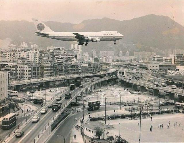 1970 First Boeing 747 Flight into Kai Tak