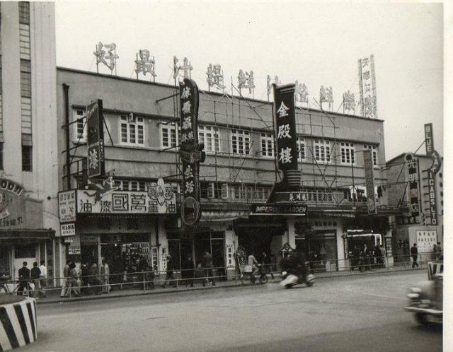 Alhambra Theatre's Neighbours