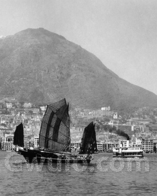 c.1950 Sailing Junk in harbour off Sheung Wan