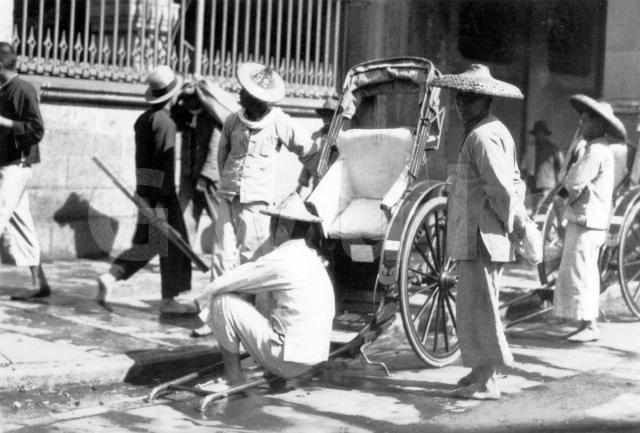 Rickshaw pullers waiting for customers
