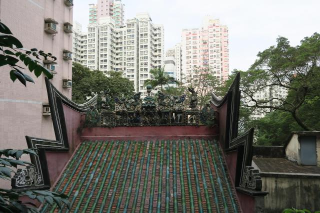 The roof of the Lo Baan temple, seen from To Li Terrace