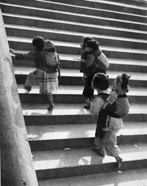Chinese-style baby carriers (孭带) in Hong Kong