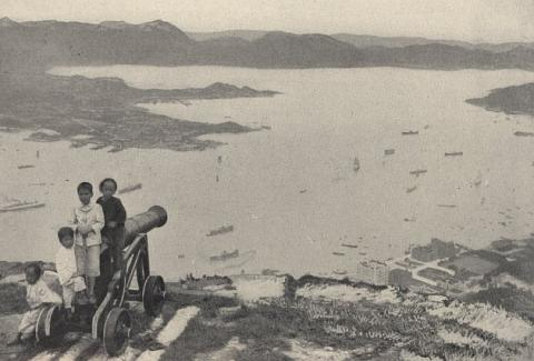 1900s Victoria Peak Lookout Cannon
