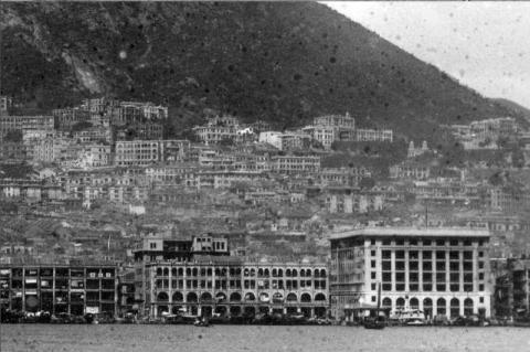 1930s Mid-Level Buildings (Close-up View)