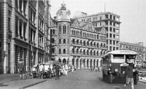 1930s Connaught Road Central Rickshaw Rank (Facing Star Ferry)