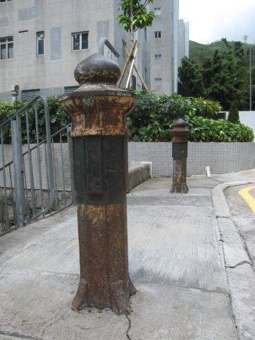 Old-style bollards at Green Lane