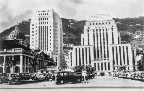 Cars park in Statue Square, Hong Kong, in the 1950s.