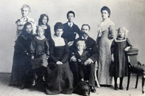 Thomson Family Photo abt 1898