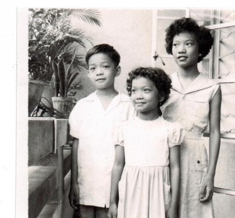 19   Visiting  Mother's Classmate (1955)