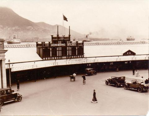 1931 Kowloon- Hong Kong ferry.jpg