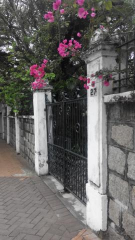 27 Kent Road, Kowloon Tong - front gate (2016)