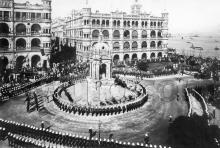 1909 Unveiling statues in Statue Square