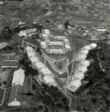1964 Queen's Hill Barracks in Lung Yeuk Tau. = 龍躍頭皇后山軍營