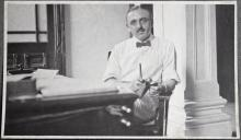 Holland-China Trading Company: portrait Van den Poll at Guangzhou office, 1918
