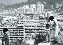 1962 A view of the Lei Cheng Uk Resettlement Estate = 李鄭屋新區一景