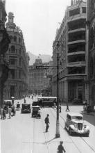 1930s Des Voeux Road Central at junction with Pedder Street