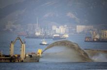 West Kowloon reclamation-CORNELIUS-ZANEN-Suction-dredger-depositing-sand-on the reclamation-project