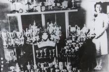 Yeung Sau-king with her trophies in 1938