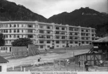 Hong Kong, hotel in front of hills