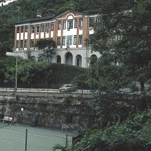 Victoria Flats with Tennis Court