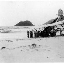 Hong Kong-RAF crash on beach-1935-003.jpg