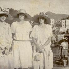 circa 1915 Florence Neave and friends.jpg